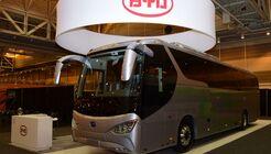 2015 zeigte BYD erstmals seinen Elektro-Reisebus C9 auf der UMA in New Orleans (USA).