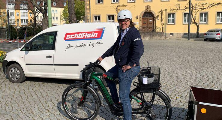 Achim Schäflein testet das Lastenrad