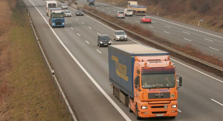 Am Sonntag rollen Lkw auf der Autobahn