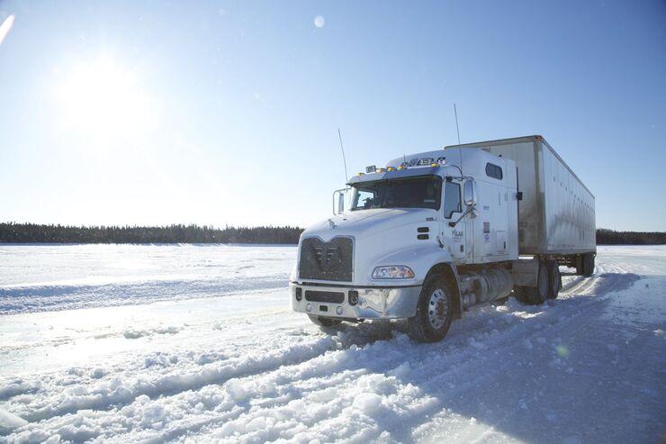 Bei der Fahrt auf Eis und Schnee ist Vorsicht geboten.