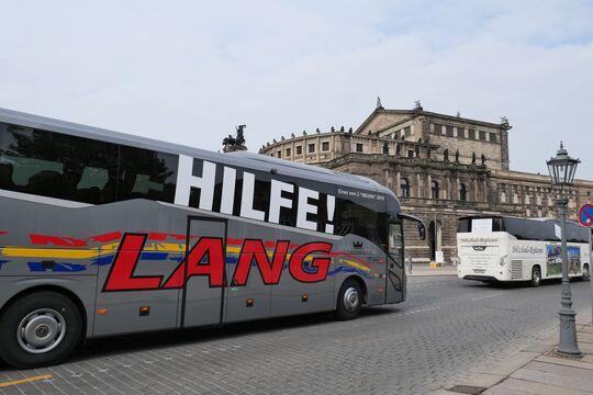 Corona-Bus-Korso durch Dresden