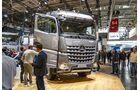 Der Mercedes Arocs profitiert nun von der Modellpflege des Actros – siehe MirrorCam.