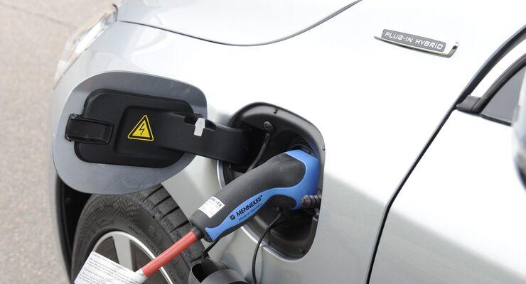 Der Volvo V60 Plug-in-Hybrid ist schnell zum Aufladen angeschlossen