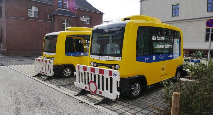 """Die BVG testet auf dem Campus Mitte der Charité zwei autonome Pods der Firma Easy Mile. An Ostern 2018 standen sie jedoch wegen """"Software-Problemen"""" still. Verwendung für Bus Blog vom 09.04.2018"""