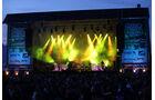 Die große Bühne in der Müllenbachschleife gehört am Freitagabend der Band Revolverheld.