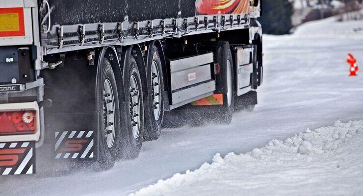 Die richtigen Lkw-Reifen für den winter - Marktübersicht in FERNFAHRER 11/2011