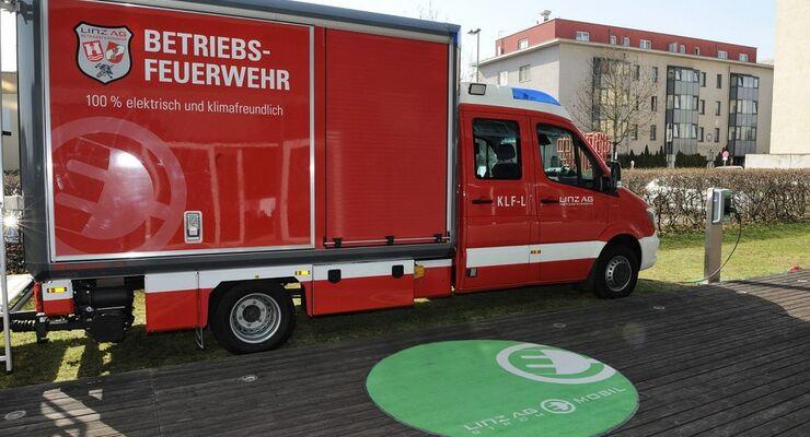 E-Fahrzeug der Betriebsfeuerwehr Linz