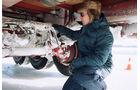 Elektronische Bremssystem, Knorr-Bremse, ABS, ASR, EBS, ESP, Techniker im Freien