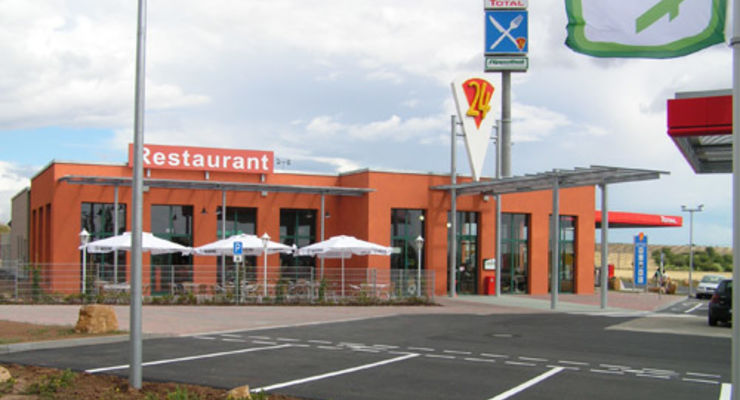 Fernfahrerstammtisch, Raucherraum und Thüringer Rostbratwürste frisch vom Grill im 24-Autohof Sangerhausen!