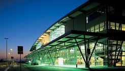 Flughafen Rostock-Laage: Terminal bei Nacht