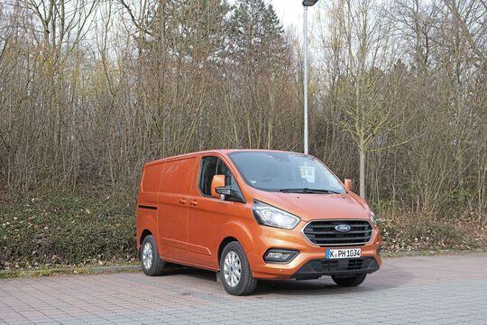 Ford Transit Custom PHEV Plug-in Hybrid Benzin-elektrisch Kastenwagen orange Elektromobilität E-Mobilität