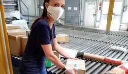 GLS-Mitarbeiterin mit Atemschutzmaske