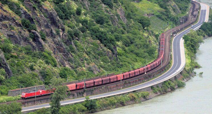 Güterzug im Rheintal