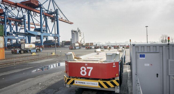 Hamburger Hafen und Logistik, HHLA, Hamburg, elektrischer Containertransporter
