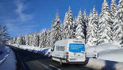 Hermes-Transporter im Winter
