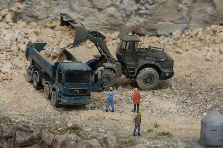 Herpa-Baufahrzeuge und Preiser-Männchen