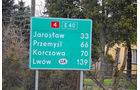 Hilfstransport in die Ukraine, Straßenschild
