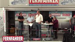 Jan Bergrath moderiert die Diskussionsrunde auf der NUFAM in Karlsruhe