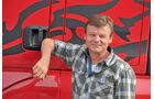 Josef Hauser, Lkw-Fahrer bei Zollner, bringt den Drachen sicher nach Berlin und wieder zurück in seine Höhle.