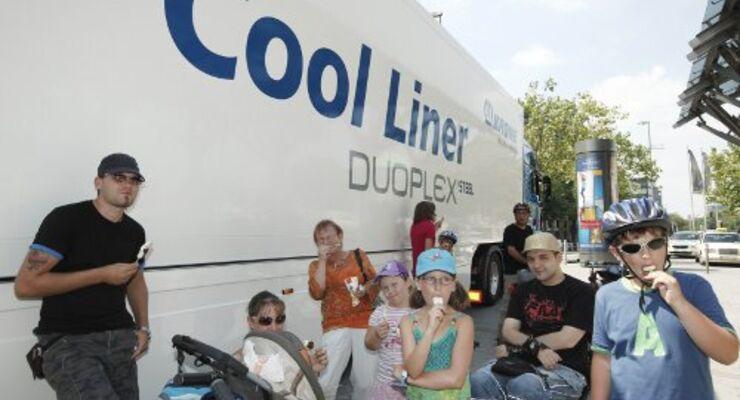 Krone versorgt Bahnreisende mit Frei-Eis