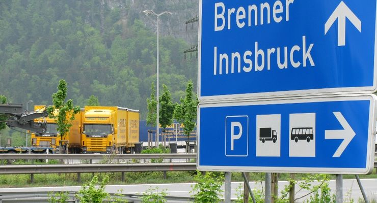 Lkw, Verkehrsschild, Brennerautobahn