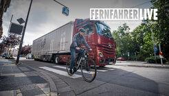 Lkw und Fahrradfahrer gemeinsam auf einer Straße