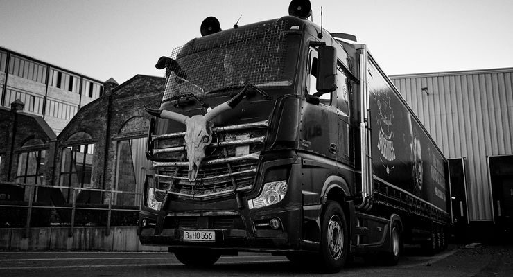 Mercedes-Benz Actros Promo-Tour The BossHoss Black is Beautiful