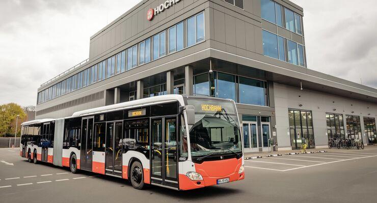 Mercedes-Benz CapaCity L: Riesen-Stadtbusse für Hamburg: Hamburger Hochbahn AG erhält 60 Großraum-Gelenkbusse Mercedes Benz CapaCity L