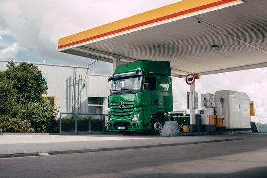 Mercedes-Benz Trucks und Shell forcieren digitale Bezahlvorgänge für Kraftstoff – erfolgreiche Tests an Shell-Tankstellen mit automatisch zahlenden Lkw