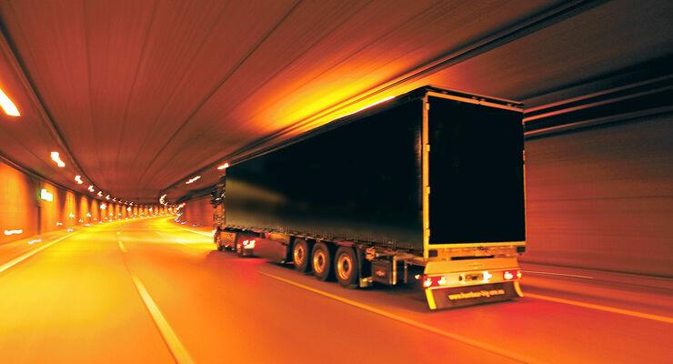 Mobilität: Tunnel, Lkw