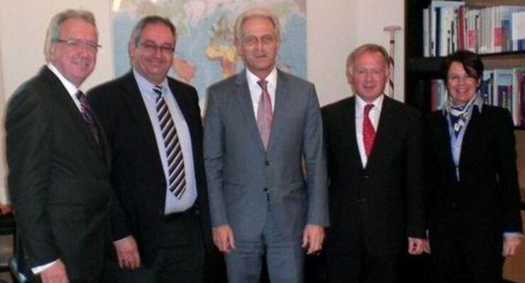 """Ramsauer und DSLV setzen auf """"Grüne Logistik"""""""