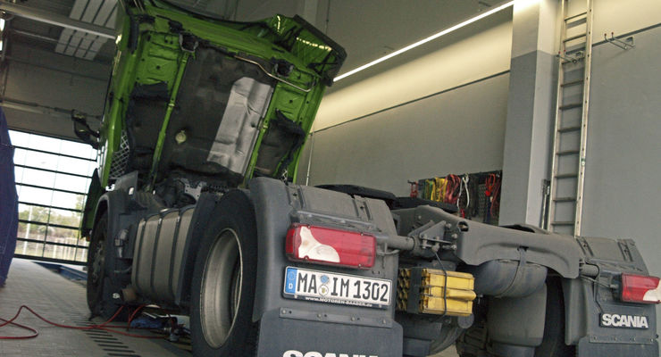 Reinigung Lkw-Werkstatt