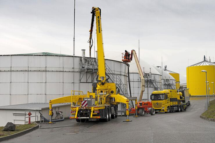 Report Starke Typen, FF 6/2021, Hölzl Gülle-Separator und Gülle-Mixer im Einsatz, Biogasanlage, Tank verkrustet