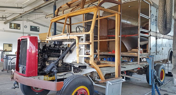 Rohbau: Ein MAN MK D 1040 G 2 mit Möbelkoffer wartet bei Stegmaier Nutzfahrzeuge auf seine Wiedergeburt.