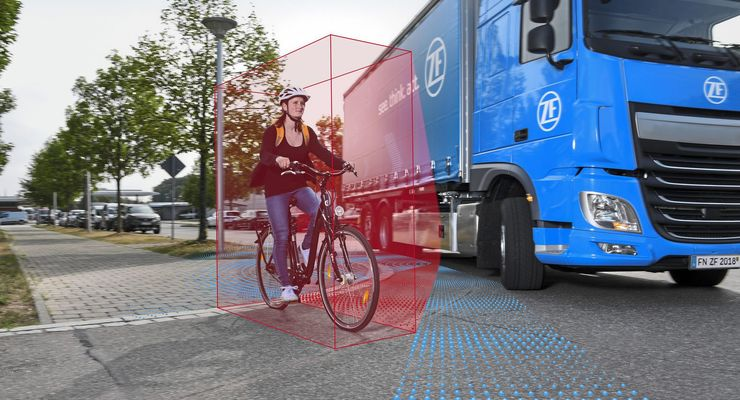 Sicher im Innenstadtverkehr: Der ZF-Abbiegeassistent für Lkw schützt Fußgänger und Fahrradfahrer. // IAA 2018 Safer in inner-city traffic: ZF's turn assist system for trucks helps protect pedestrians and cyclists.