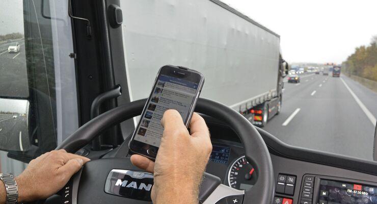 Smartphone am Steuer Bergrath
