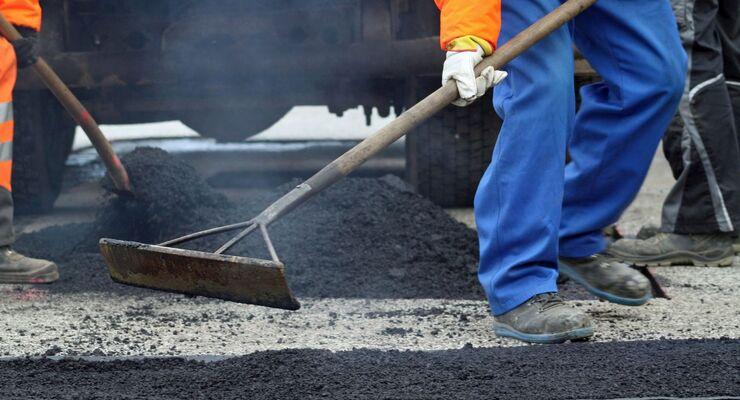 Straßenbauarbeiten, Teer, Schlagloch ausbessern, Straßenbau, Straße, Bauarbeiten