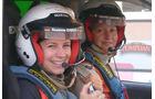Susanne Ehmer und ihre französische Teamkollegin Coralie Lejeune zuversichtlich am Start zur Tagesetappe