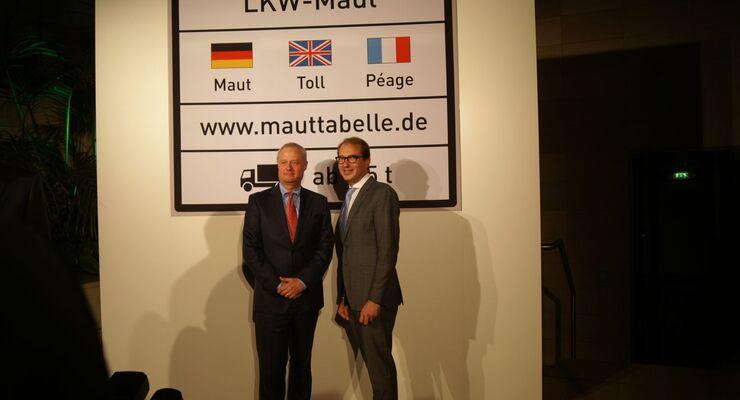 Toll-Collect-Chef Hanns-Karsten Kirchmann, Bundesverkehrsminister Alexander Dobrindt (rechts)