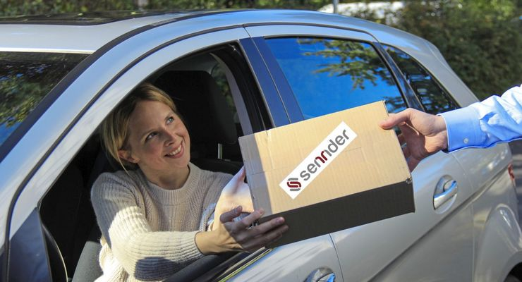 Übergabe Paket an privaten Boten