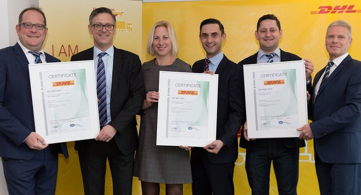 Von links nach rechts: Thomas Vogel (COO DHL Freight), Dr. Rolf Krökel (Managing Director, Dekra), Annika Scharbert (Head of Quality Management, DHL Freight), Sabahudin Dzino (Key Account, Dekra), Daniel Schümmer (Head of Certification Management, DHL Freight), Frank Barenscheer (Head of Sales, Dekra)
