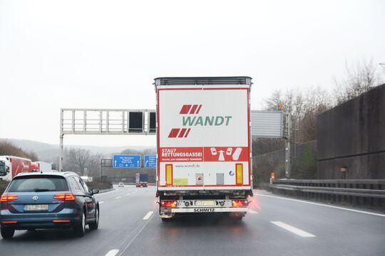 Wandt Lkw Heck Rettungsgasse
