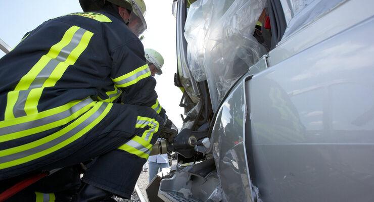 Wer im Ausland in einen Unfall verwickelt ist, muss seine Ansprüche bei der gegnerischen Verischerung geltend machen.