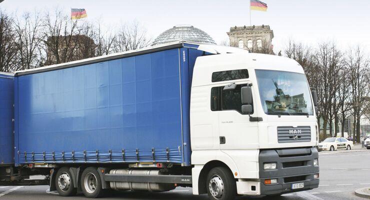 Zum Verwechseln ähnlich: Das Siegestor in München könnte man bei schnellem Hinsehen auch für das Brandenburger Tor in Berlin halten.