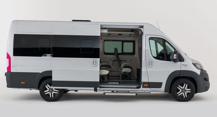 fiat ducato mit 17 sitzpl tzen der transporter wird zum. Black Bedroom Furniture Sets. Home Design Ideas
